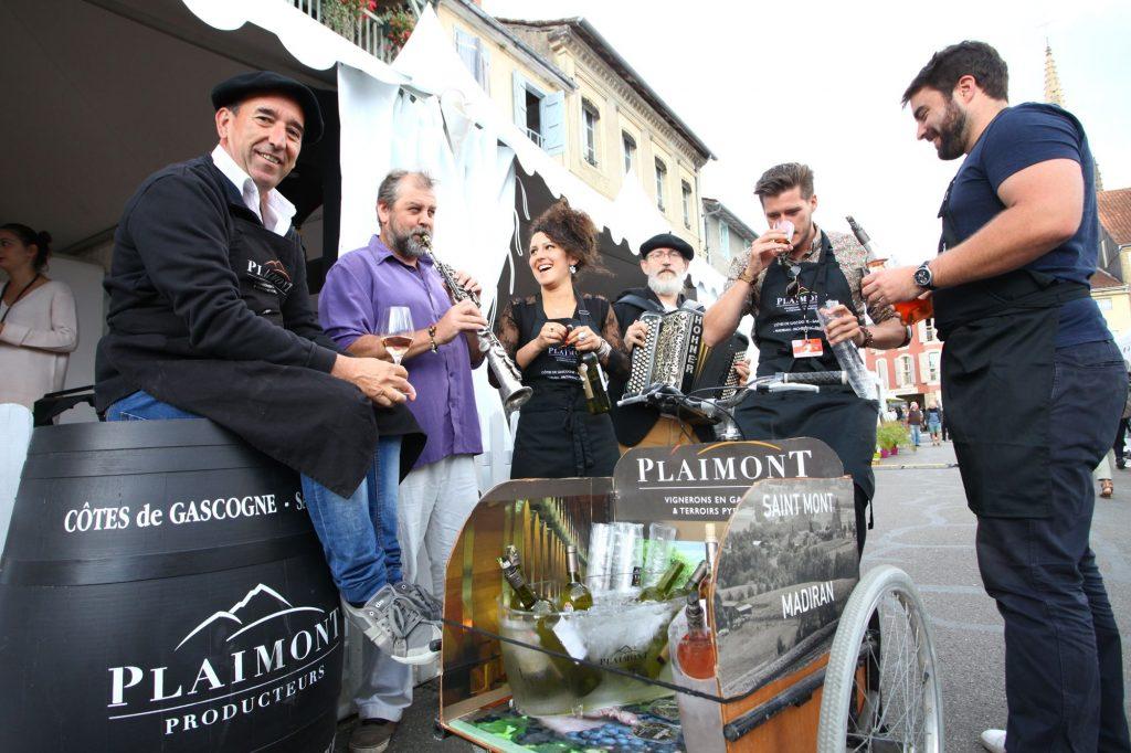 Découverte insolite de nos vins et en musique grâce à notre triporteur et nos musiciens.